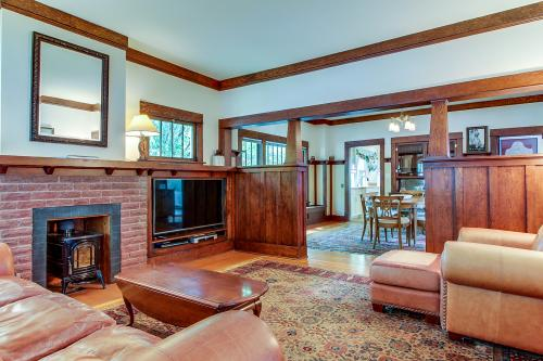 Hyde Park Craftsman -  Vacation Rental - Photo 1
