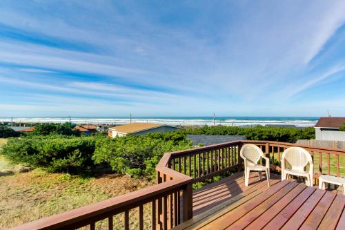 Scandia House in Bayshore Estates! - Waldport, OR Vacation Rental
