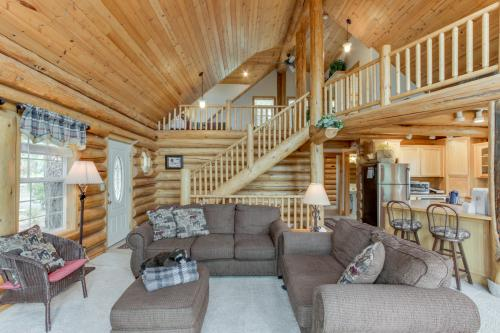 Cascade Lakeview Log Cabin - Cascade, ID Vacation Rental