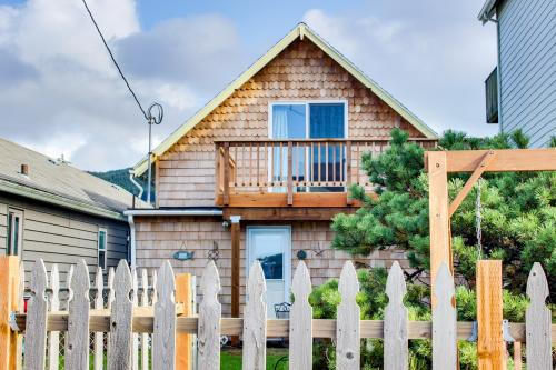 Ocean Shells Cottage - Rockaway Beach Vacation Rental