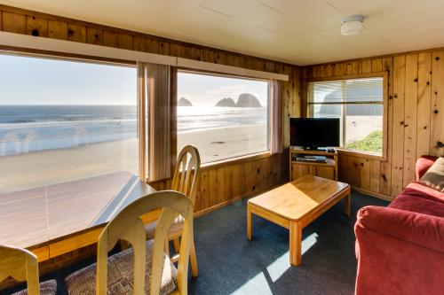 Chinook Suite #8 - Oceanside Vacation Rental