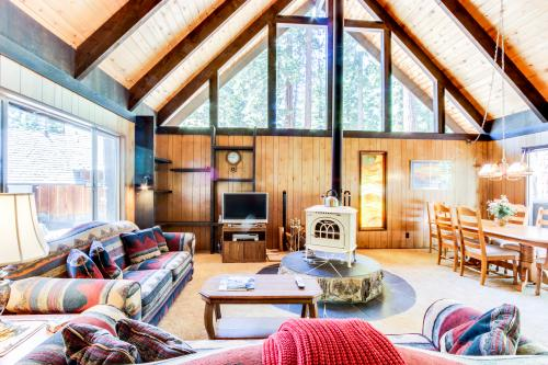 Smokey Bear Lodge - Carnelian Bay Vacation Rental