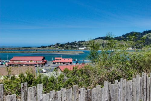 Harbor View Cottage A - Gold Beach, OR Vacation Rental