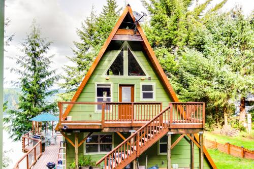 McDragonfly Cabin - Lakeside Vacation Rental