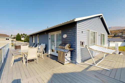 Satisfaction in Sun Cove -  Vacation Rental - Photo 1