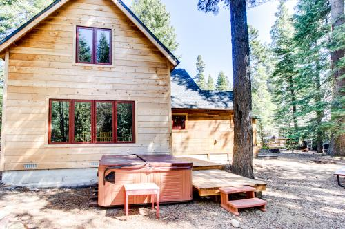 Bear View Lodge - Homewood Vacation Rental