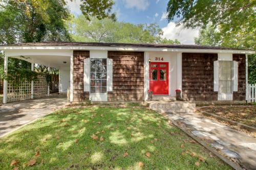 Red Door Retreat -  Vacation Rental - Photo 1