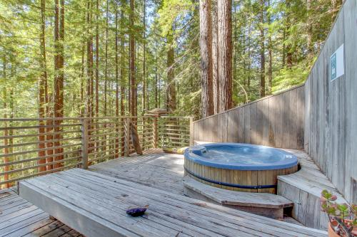 The Redwood House - Gualala, CA Vacation Rental