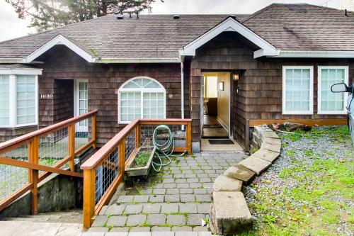 Berni's Ocean View Castle - The Potter's Wheel - Oceanside, OR Vacation Rental