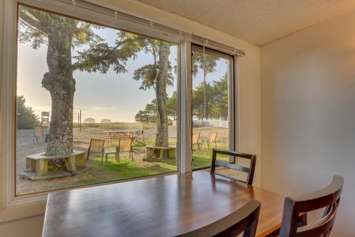 Ocean Rogue Inn Unit 4 - Rockaway Beach, OR Vacation Rental