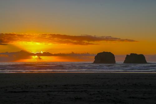 Ocean Rogue Inn Unit B -  Vacation Rental - Photo 1
