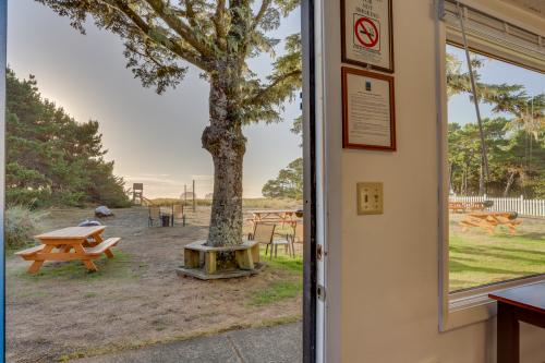 Ocean Rogue Inn (Units 3, 4, 5) - Rockaway Beach, OR Vacation Rental