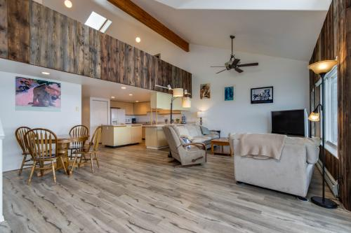 Whaler's Getaway - Depoe Bay, OR Vacation Rental