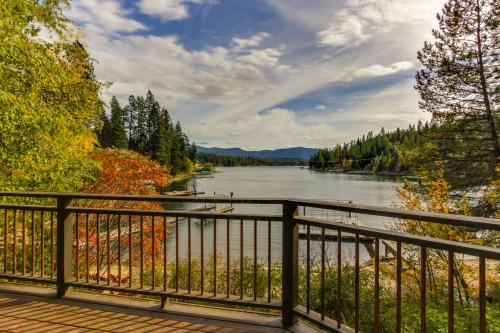 Hayden Lake Vacation Retreat -  Vacation Rental - Photo 1