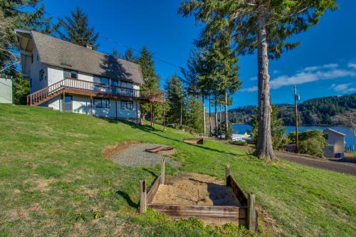 Devils Lake Delight - Lincoln City Vacation Rental