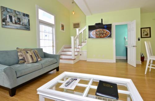Duval Delight -  Vacation Rental - Photo 1