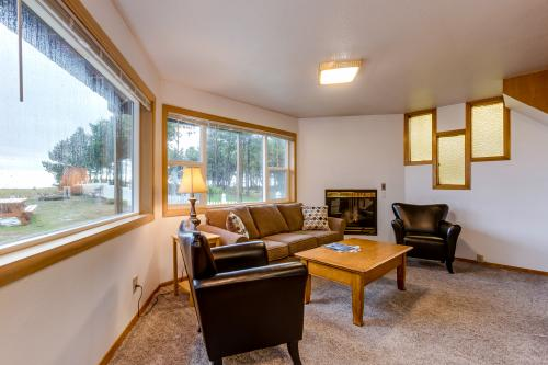 Ocean Rogue Inn Unit 1 - Rockaway Beach, OR Vacation Rental