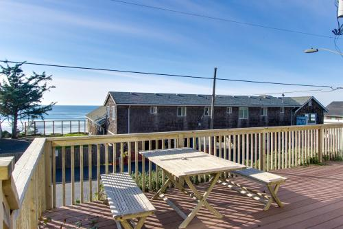 Puffins Perch in the Oceanside Village - Oceanside, OR Vacation Rental