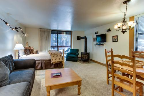 Aspen Grove Hideaway - Truckee Vacation Rental