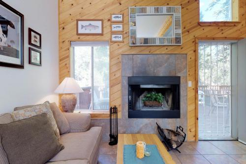 Cozy Forest Cottage - Shaver Lake, CA Vacation Rental