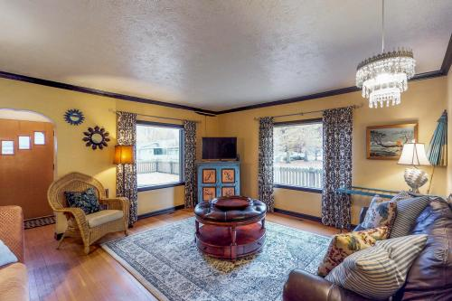 Charming Coeur d'Alene Vintage Family Cottage  -  Vacation Rental - Photo 1