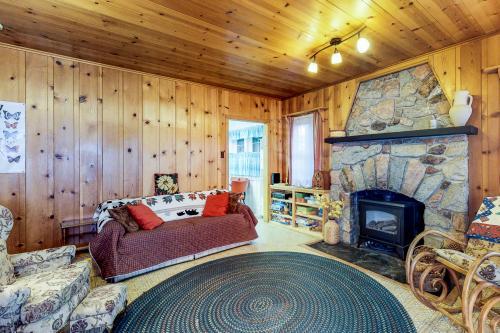 Rustic Tahoma Cabin -  Vacation Rental - Photo 1