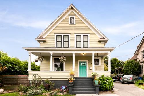 Historic Urban Home Near Capitol Hill -  Vacation Rental - Photo 1