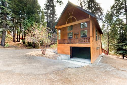 Mountain Paradise -  Vacation Rental - Photo 1