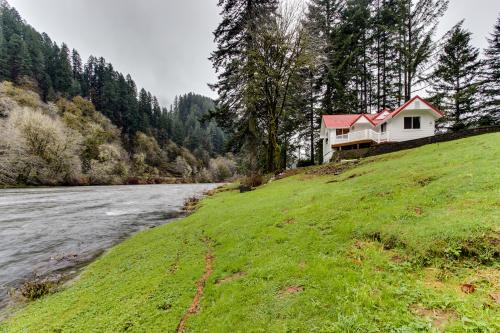 Riverview Cottage - Mapleton, OR Vacation Rental