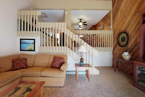 Blue Jay Condominium - Lakeshore, CA Vacation Rental