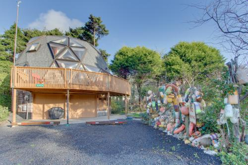 Surf Dome at Otter Rock - Otter Rock, OR Vacation Rental