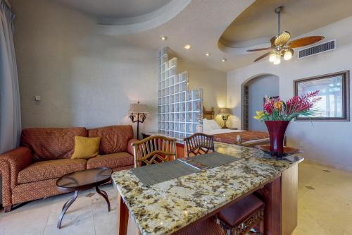 Suite 402 @ Parrot Tree Resort -  Vacation Rental - Photo 1