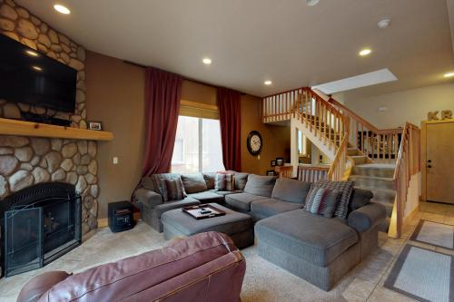 Knotty Rock Ridge -  Vacation Rental - Photo 1