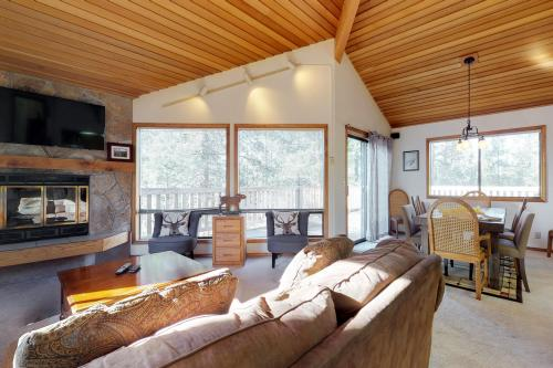 White Elm Lane 25 | Discover Sunriver -  Vacation Rental - Photo 1