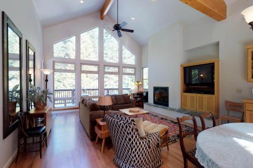 Wagon Wheel Lodge -  Vacation Rental - Photo 1