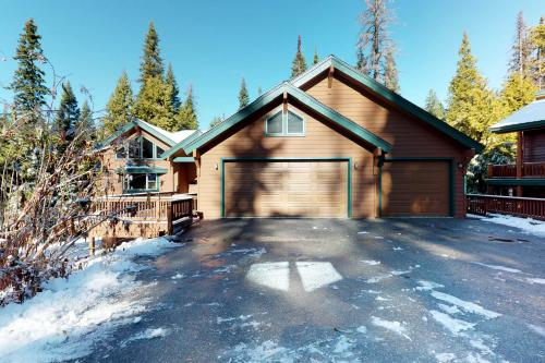 Wagon Wheel Lodge -  Vacation Rental - Photo 1