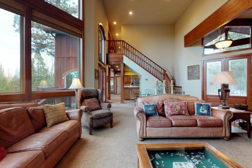Travioli Mountain Retreat - Shaver Lake, CA Vacation Rental