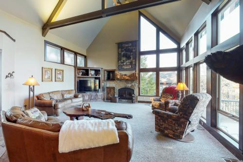 Alpine Peak Lodge - Shaver Lake, CA Vacation Rental