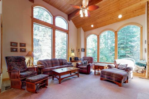 New England Cottage - Shaver Lake, CA Vacation Rental