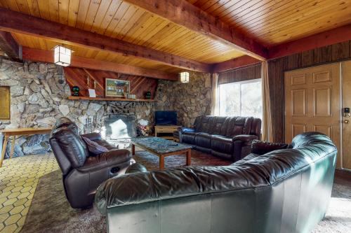 Pond View Lodge -  Vacation Rental - Photo 1