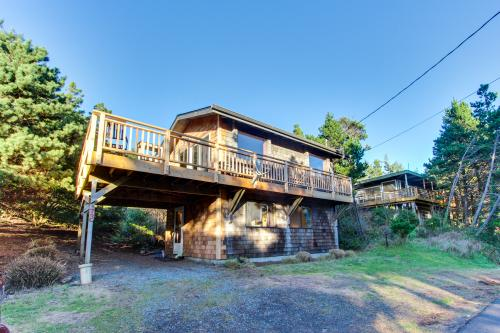 The Little Brown House - Manzanita Vacation Rental