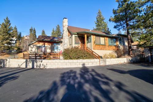 Fawnskin Retreat - Fawnskin, CA Vacation Rental