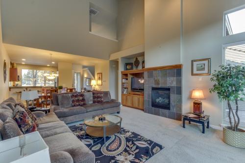 Eagle Crest Creekside Executive Retreat -  Vacation Rental - Photo 1