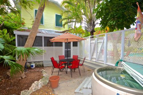 Tropical Hideaway -  Vacation Rental - Photo 1