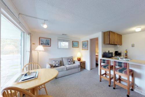 Island Inn - 16D - Oak Bluffs, MA Vacation Rental