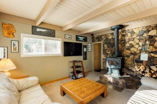 Hidden Meadow Cabin - June Lake, CA Vacation Rental