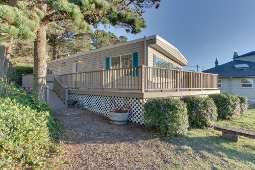The Captain's Cabin - Seal Rock, OR Vacation Rental