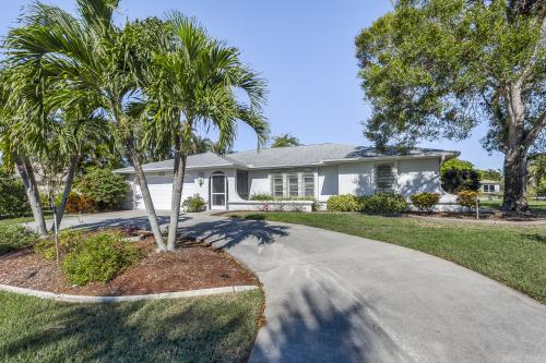 Cape Coral Charmer -  Vacation Rental - Photo 1
