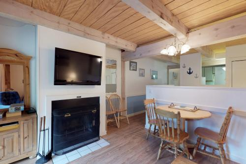 Island Inn - 35G -  Vacation Rental - Photo 1