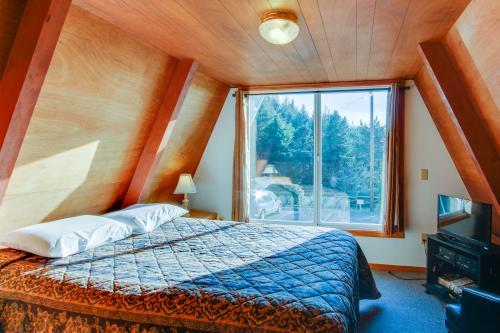 Alpine Chalet #4 Full Loft - Otter Rock, OR Vacation Rental
